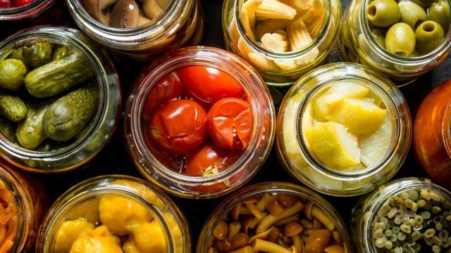 Консервация, заморозка или сушки: как грамотно запасать овощи и фрукты на зиму