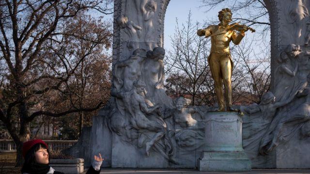 在維也納Stadtpark的 Johann Strauss II 雕塑