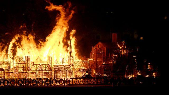 Сожжение макета Лондона на Темзе