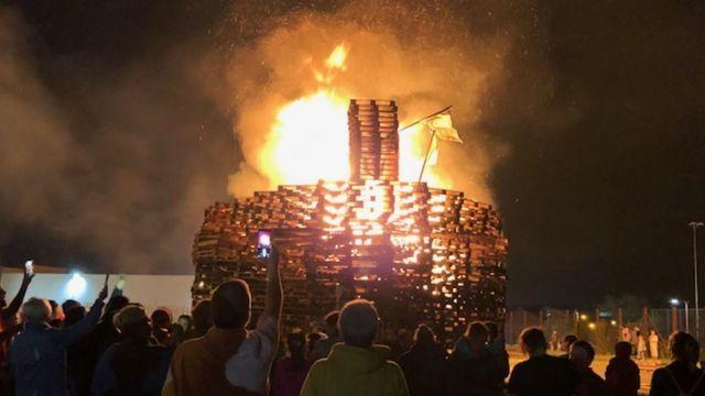 Man named as UVF leader 'met police over Avoniel bonfire'