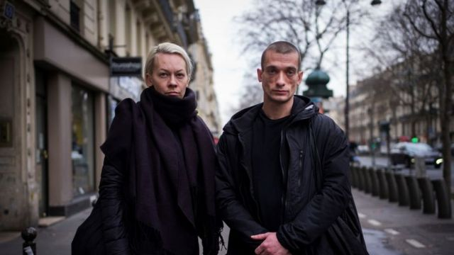 Павленский и его гражданская жена Оксана Шалыгина