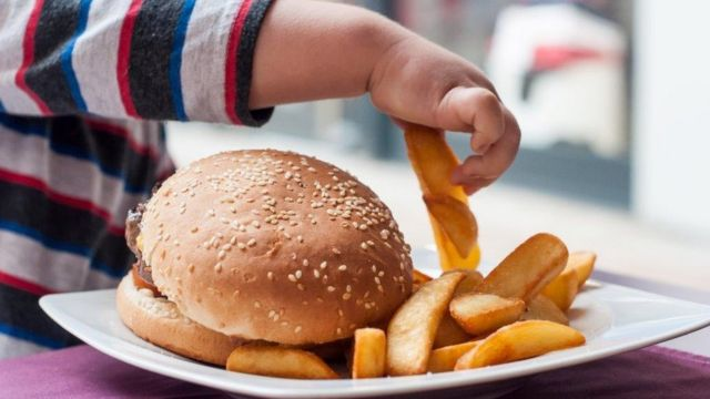 Divorce likely to put weight on children, study finds