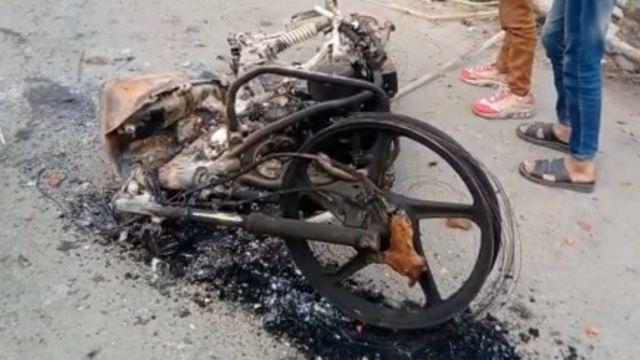 जली हुई बाइक