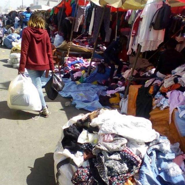 Un marché de friperie à Dakar