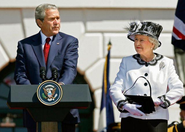 2007年,美国总统乔治·沃克·布什(George W Bush)在白宫欢迎女王访问美国
