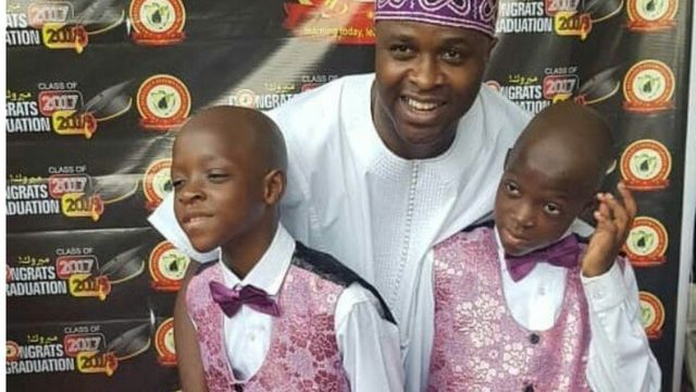Femi Adebayo ati awọn ibeji rẹ.