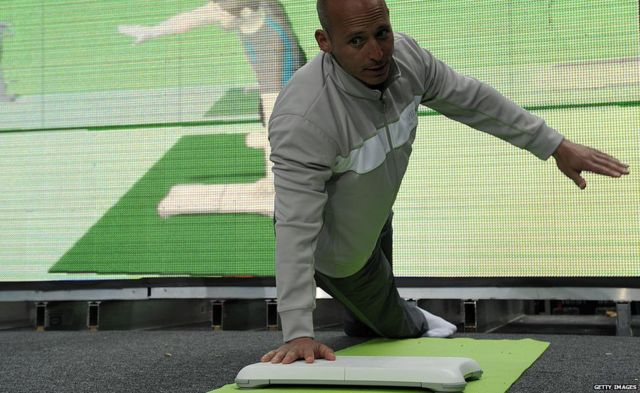 A man demonstrate the Wii Balance board