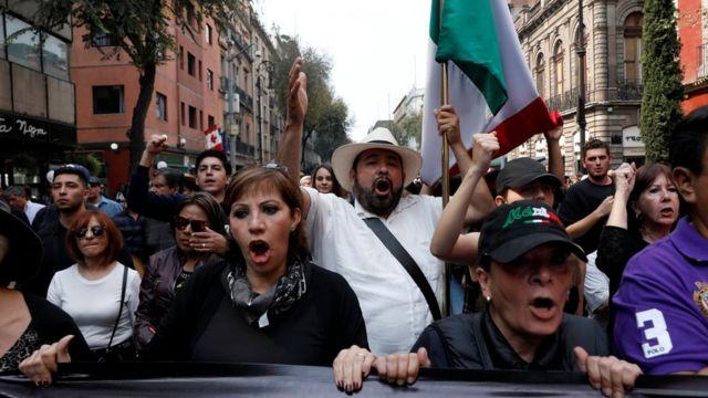 Manifestación contra los planes de cancelar el nuevo aeropuerto en Ciudad de México.