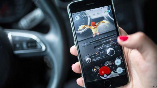 Pokémon en el auto