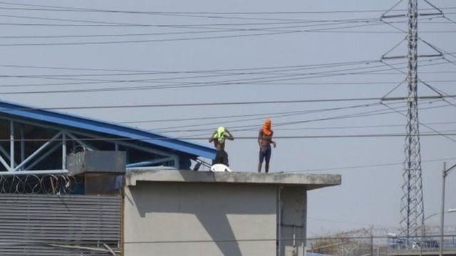 Presos amotinados en una cárcel de Guayaquil