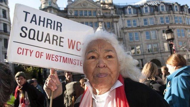 2011 yılında Tahrir Meydanı gösterilerini ve bankacılık krizini izleyen Londra İşgal Eylemi'ne de katılmıştı