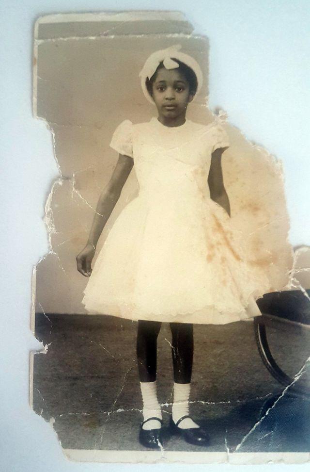 Masie a los 5 años, en su primer día en el colegio convencional.