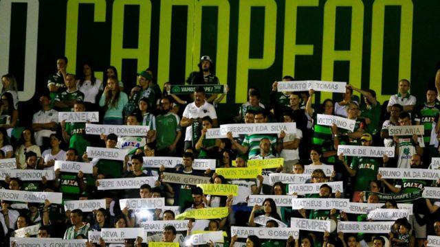 Homenaje al Chapecoense en el estadio Arena Condá
