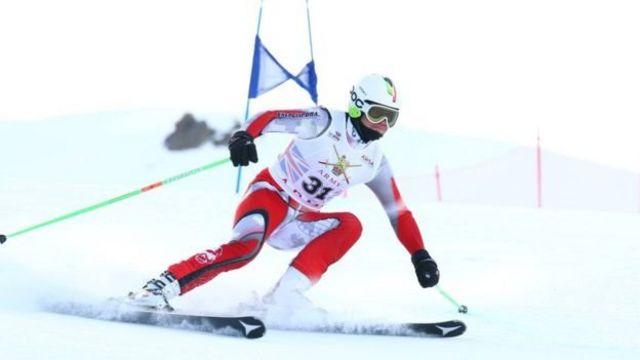 艾米尔酷爱竞速滑雪。
