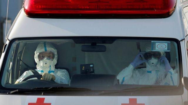 Médicos en ambulancia