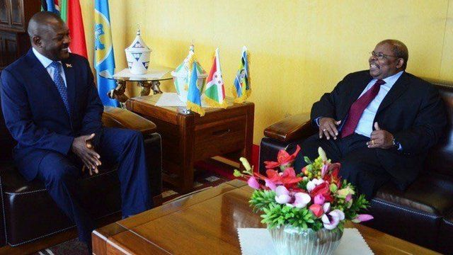 Prezida Mkapa abonanye na prezida Nkurunziza inyuma y'imibonano yagiranye n'abaprezida b'Urwanda na Uganda