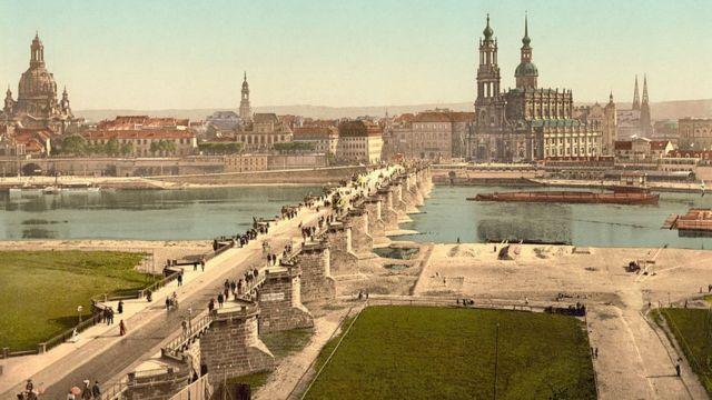 Цветной снимок Дрездена