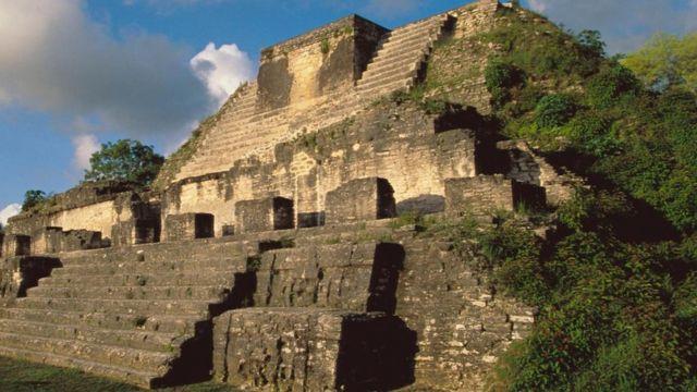 Pirâmide maia