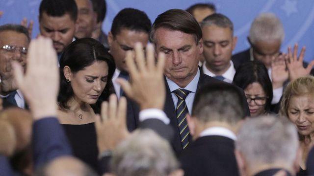 Jair e Michelle Bolsonaro em culto de ação de graças no Planalto
