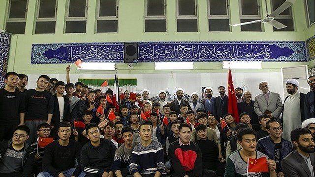 مقامهای ایران به دنبال منشاء شیوع کرونا در ایرانند و تا کنون کارگران چینی قم، مهاجران غیر قانونی و حتی طلاب چینی از جمله ناقلان اولیه این ویروس در ایران معرفی شدهاند