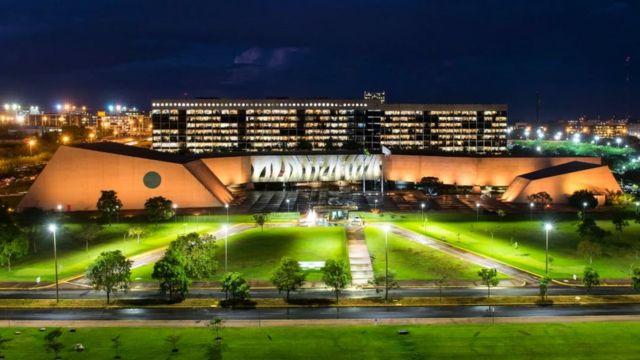 Sede do STJ em Brasília, à noite