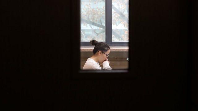 대학 입학 시험을 치루고 있는 학생