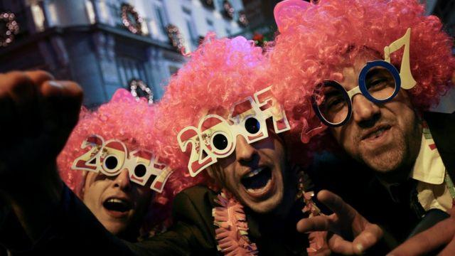 Madriddə insanlar Yeni İli qarşılayırlar