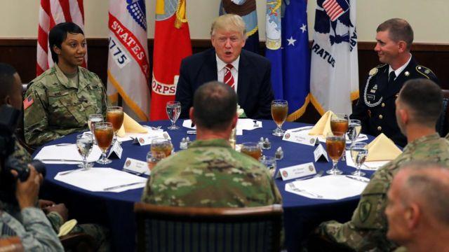 ترامب في اجتماع مع مسؤلين في إدارته