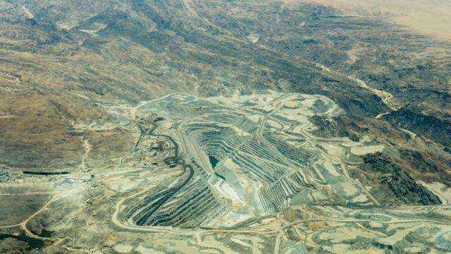非洲纳米比亚戈壁沙漠中的罗兴铀矿(Rossing Uranium Mine),是当今世界上最大、采掘时间最长的露天开采铀矿之一