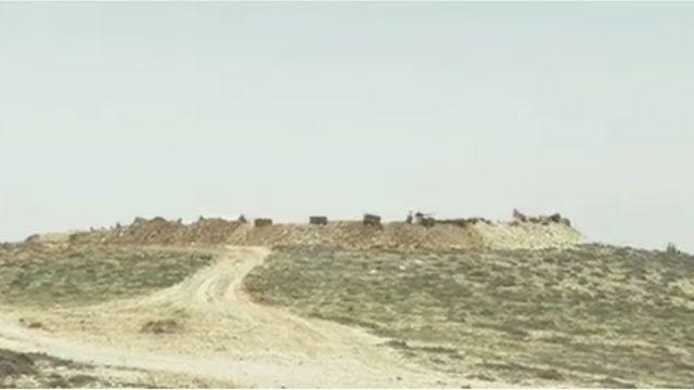 Ливан-Сирия чек арасындагы тоолуу аймактагы дөбөлөрдө жихадчыл согушкерлер көптөн бери бекинип жатышат.