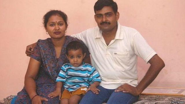योगेंद्र सिंह यादव कुटुंबीयांसोबत