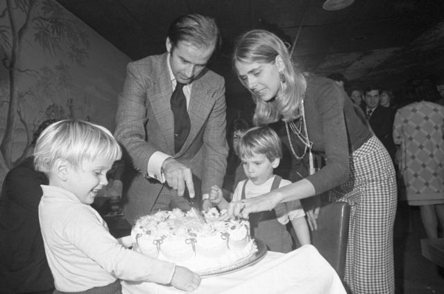 Biden with first wife Neilia and son Hunter in 1972