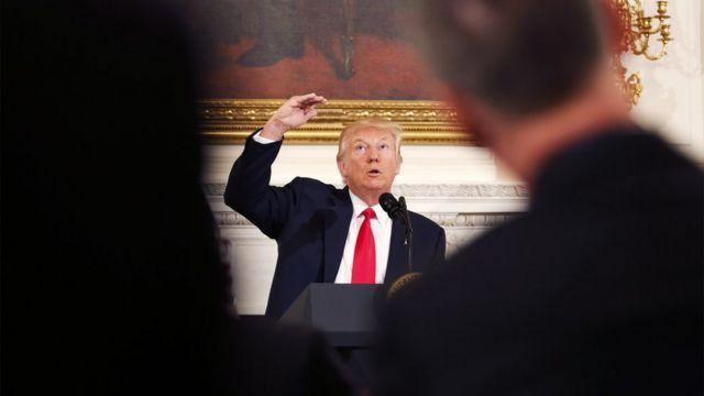 特朗普在白宮的美國州長協會會議上發表講話