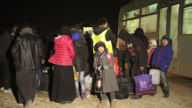 بعض النازحين من أحياء حلب الشرقية