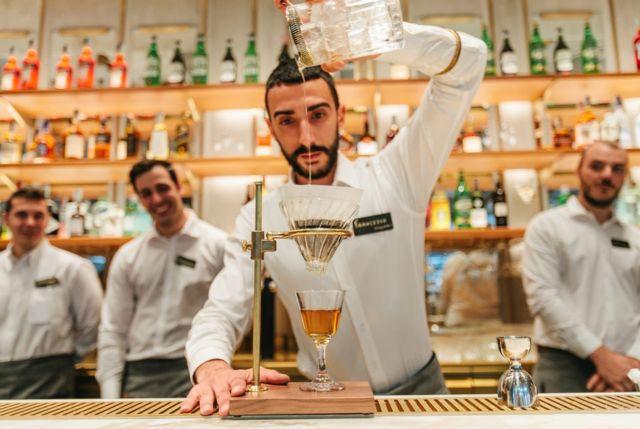 스타벅스 밀라노는 콜드브루에서 칵테일까지 115가지의 음료를 제공한다