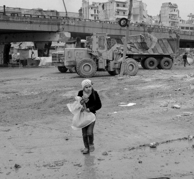 طفلة في شوارع شرق حلب