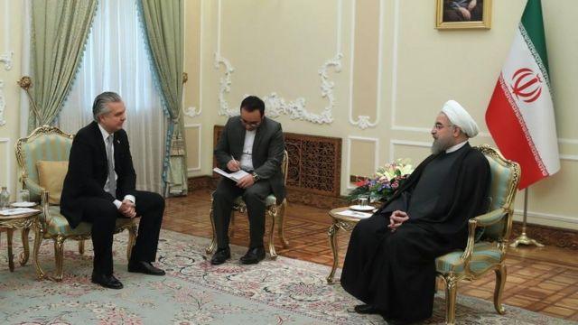 Embaixador brasileiro, Rodrido de Azeredo Santos, em reunião com aiatolá Khamenei, em 2017