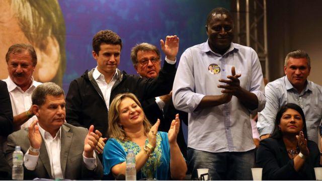 Entre outros membros do PSL, Joice Hasselmann e Helio Fernando Lopes em evento do PSL