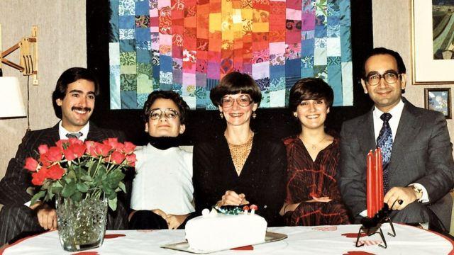 Farouk Al-Kasim e a família em 1976