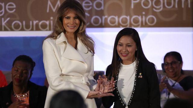 Melania Trump y Arlette Contreras.