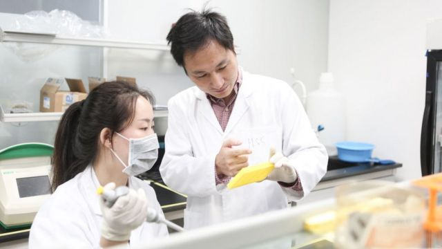 Хэ Цзянькуй и его ассистентка