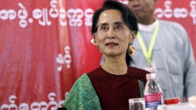 スー・チー氏は大統領に関する憲法条項の一時停止をめぐって軍と協議していた(先月29日)