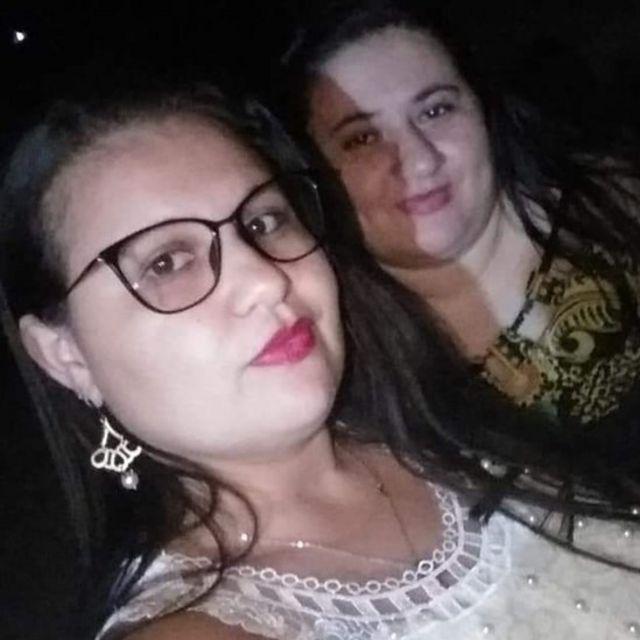 Ana Maria Pereira (à frente) e sua irmã, Lidiane