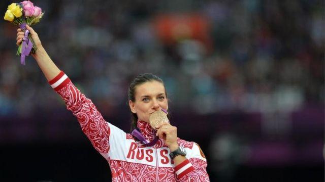 La atleta rusa Yelena Isinbayeva rechazó la medida impuesta en su contra.