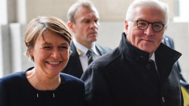 شتاينماير وزوجته يصلان إلى البرلمان