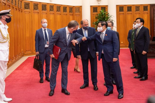Thủ tướng Chính phủ Phạm Minh Chính đã tiếp ông Robert Ben Lobban Wallace, Bộ trưởng Bộ Quốc phòng Liên hiệp Vương quốc Anh và Bắc Ireland