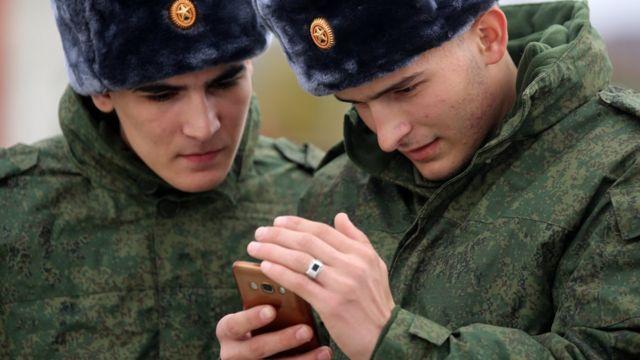 ရုရှား၊ စမာ့တ်ဖုန်း၊ စစ်မှုထမ်း