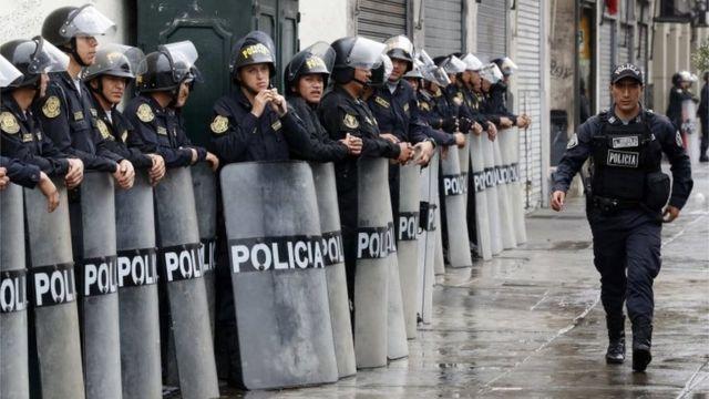 Polic'ia en el exterior del Congreso