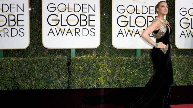 صورة لإحدى المشاهير قبيل بدء حفل توزيع جوائز الغولدن غلوب