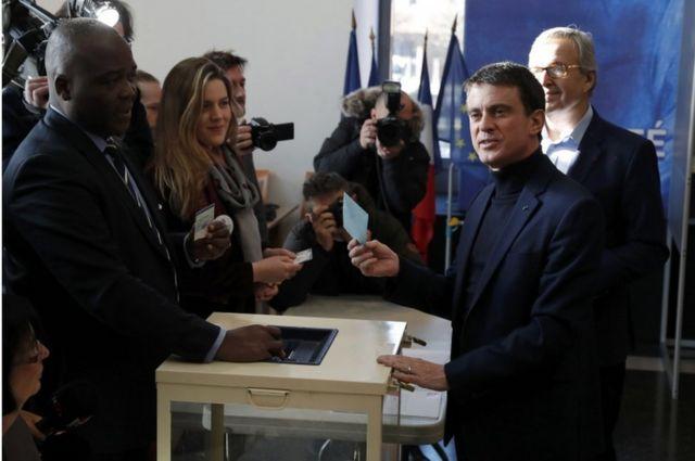Sabiq baş nazir Manuel Valls sosalistlər arasında ən populyar namizəd hesab olunur